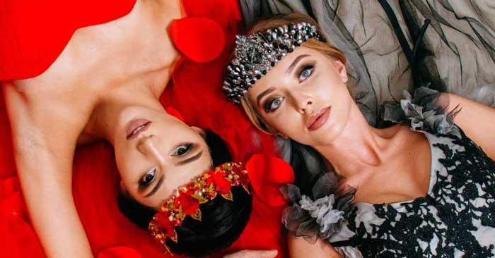 Rosenbund Headerbild mit zwei Frauen in silber und rot